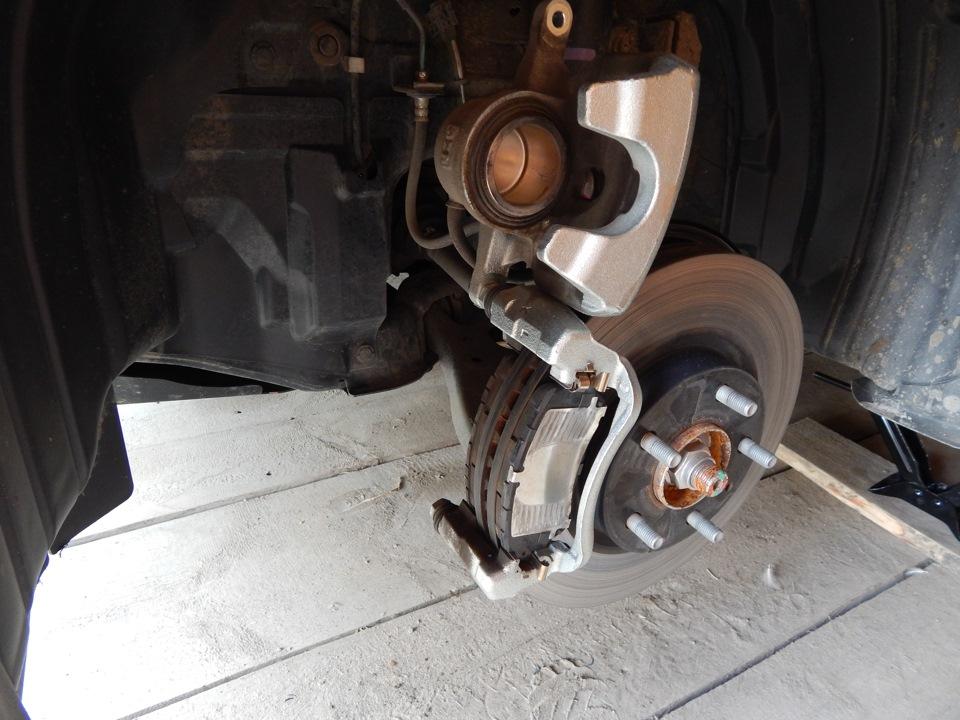 Фотоотчет о замене тормозных колодок на Мазда 6