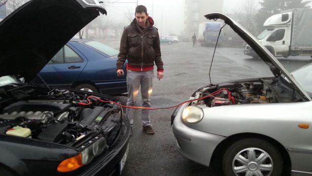 Как открыть багажник в БМВ Х5 е70 если сел аккумулятор