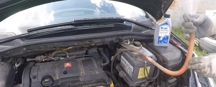 Как поменять масло в двигателе Пежо 307 видео