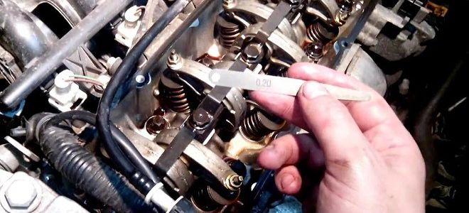 Как поменять воздушный фильтр на 16 клапанном Рено Логан