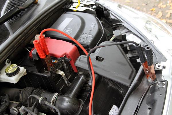 Как снять аккумулятор на Пежо 308 2010 года