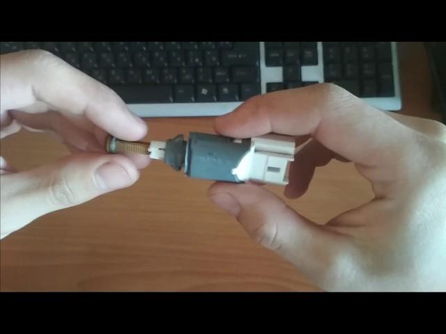 Как заменить лампочку стоп сигнала на Рено Меган 3