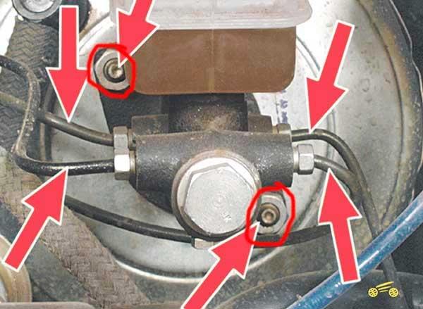 Как заменить тормозные трубки на Рено Меган 2