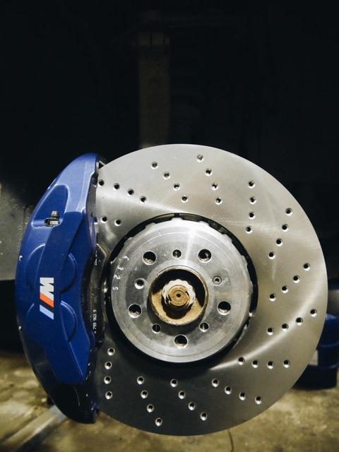 Какие тормозные диски лучше для БМВ Х5 е70