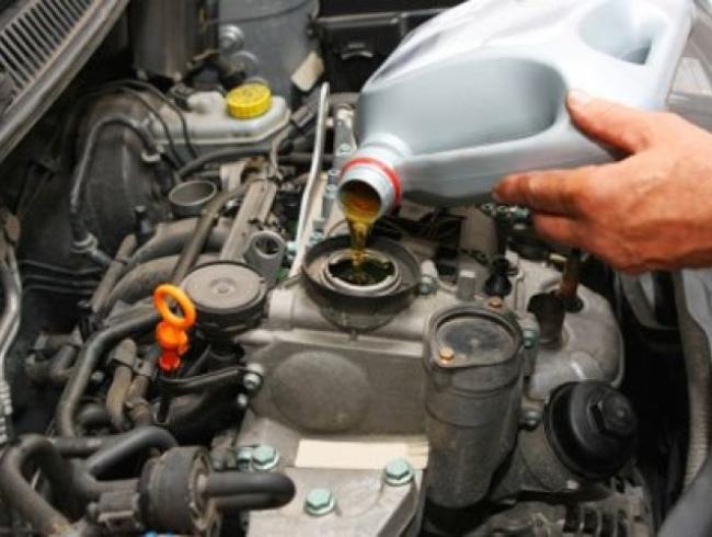 Когда нужно менять масло в двигателе на Рено Логан