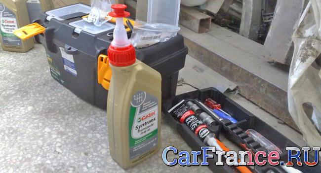 На Рено Логан выдавливает масло через масляный фильтр