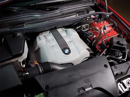 Течет масло между коробкой и двигателем на БМВ Х5