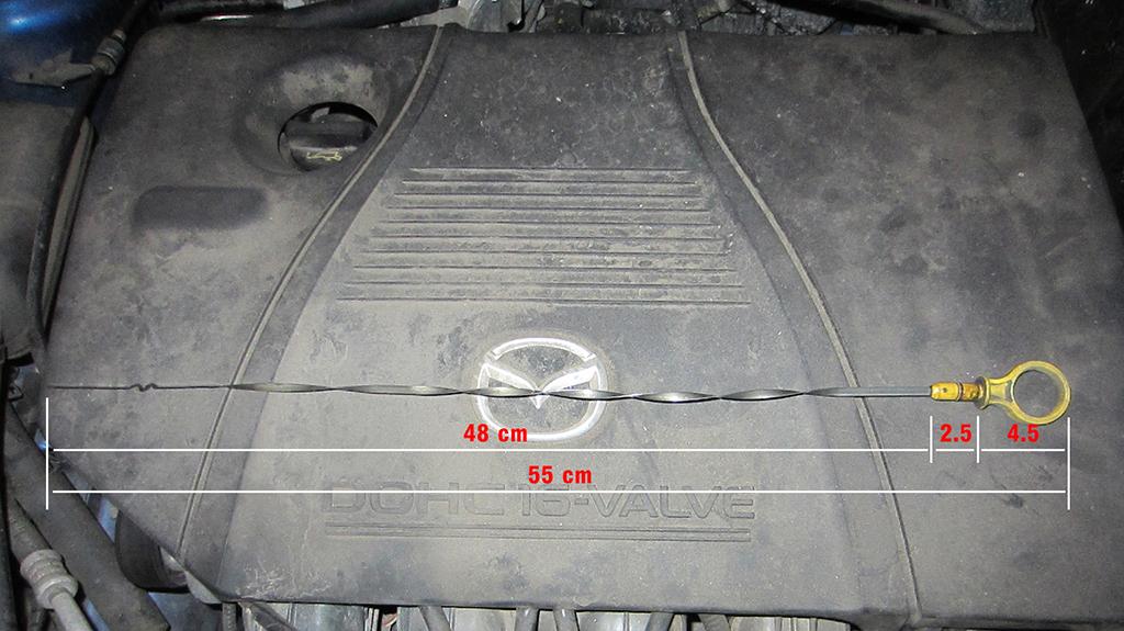 Уровень на щупе масла в двигателе Мазда 3