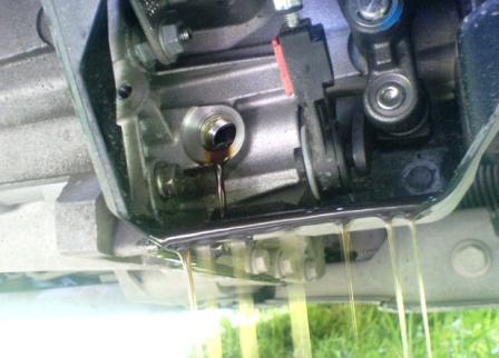 Замена масла на механической коробке передач на Мазда 6