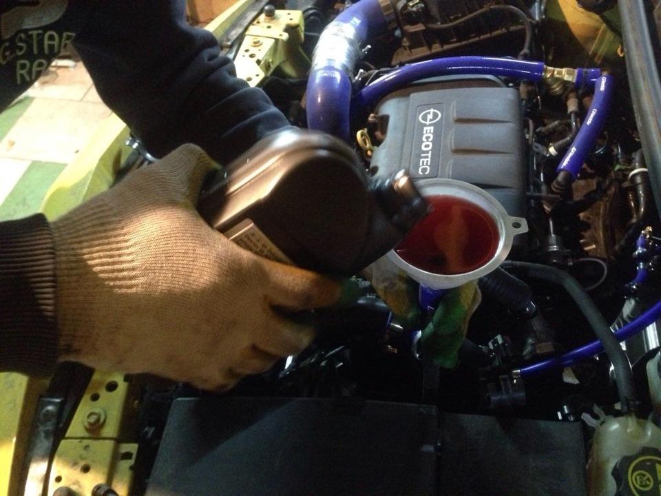 Замена масла в двигателе Пежо 307 1.6 бензин