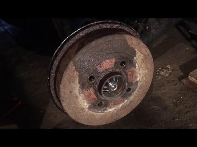 Замена передних тормозных колодок на Рено Дастер 1.5 видео