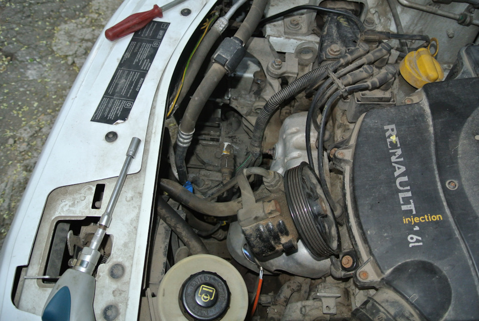 Замена ремня на генераторе без кондиционера Рено Логан