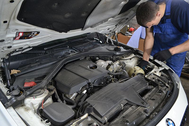 Замена тормозных колодок на BMW X1 своими руками
