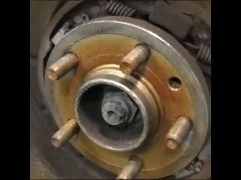 Замена задних тормозных колодок на Ленд Ровер Дискавери 3